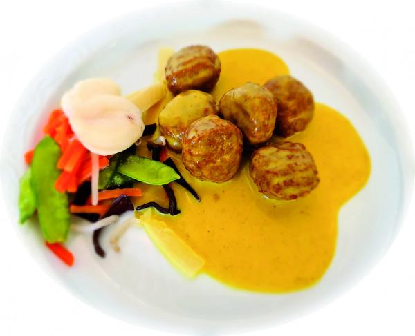 Sojabällchen in Currysauce